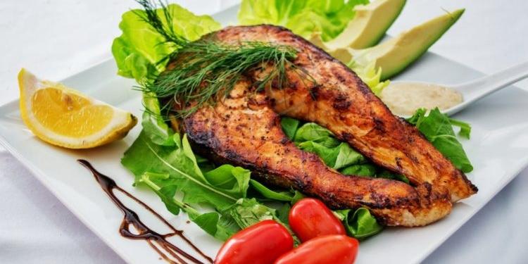 10 من أغرب فوائد تناول السمك: فوائد صحية مذهلة