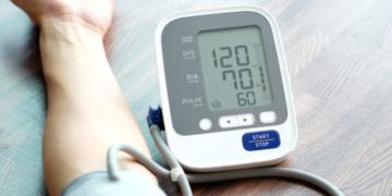 علاج ارتفاع ضغط الدم : العلاجات المنزلية والدوائية والعلاجات التكميلية