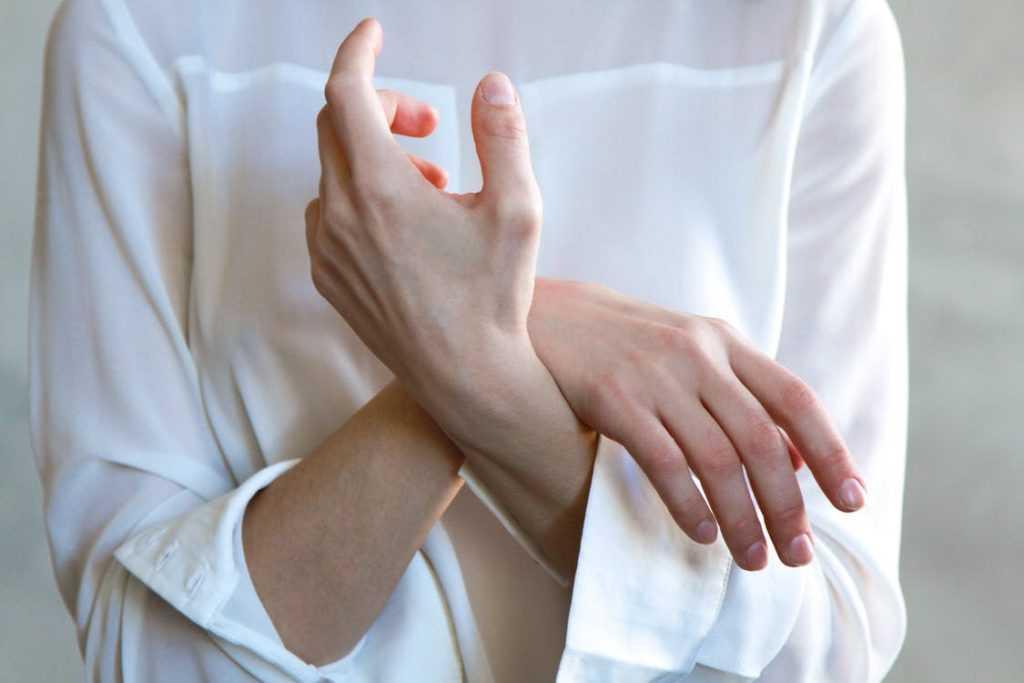 مرض الاعتلال العصبي الليفي الصغير الأسباب والأعراض وطرق العلاج المناسبة