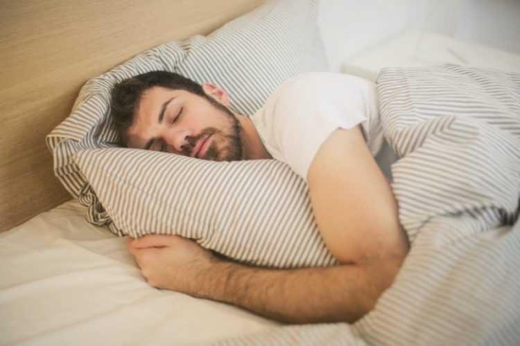 19 شيئًا لا يجب عليك فعله قبل الذهاب إلى السرير للحصول على نوم عميق