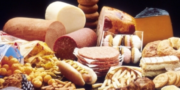 اسباب ارتفاع الكوليسترول (أخطاء يومية تؤثر على مستويات الكوليسترول في الدم)